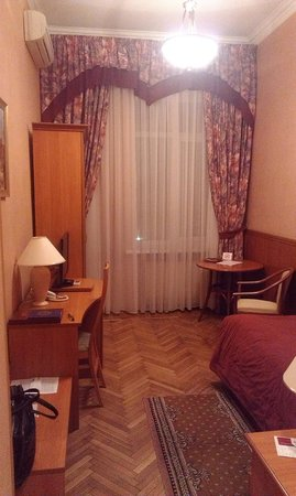 Peking Hotel : Обычный номер с советским ремонтом