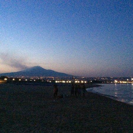 Romano Palace Luxury Hotel: пляж, вулкан