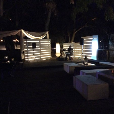 Romano Palace Luxury Hotel: вечером все красиво освещается
