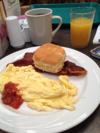 MCM Elegante Suites: Plentiful breakfast
