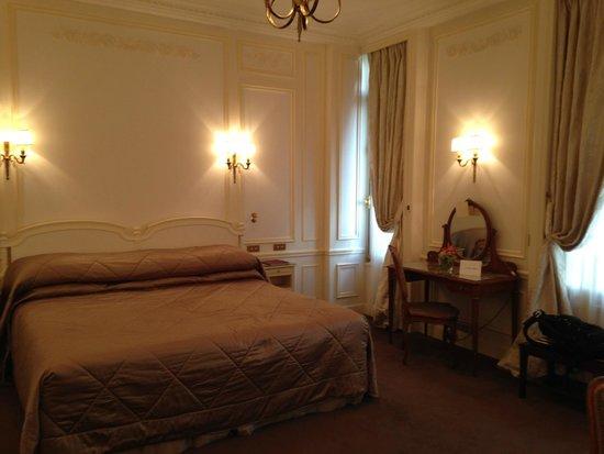 Hotel Raphael : a big room