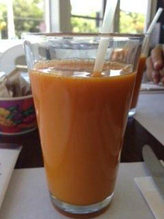 Bitton Bistro Cafe : Carrot and Apple Juice...c'est bon!!