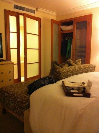 Taj Campton Place: closet and entry to the bathroom