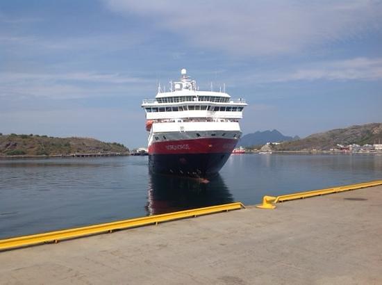 Scandic Bodo: Hurtigruta Nordnorge ankommer Bodø havn 3.august