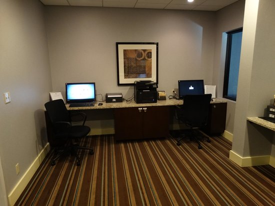 DoubleTree Suites by Hilton Tampa Bay: nice business room, everything worked and paper to use for printer was there