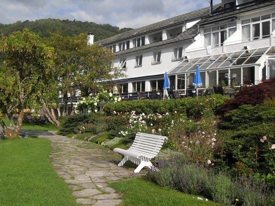 Brakanes Hotel: hotel grounds