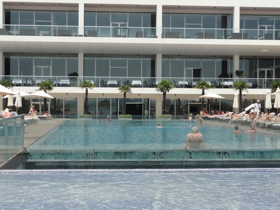 Sensimar Lagos by Yellow: upper level pool