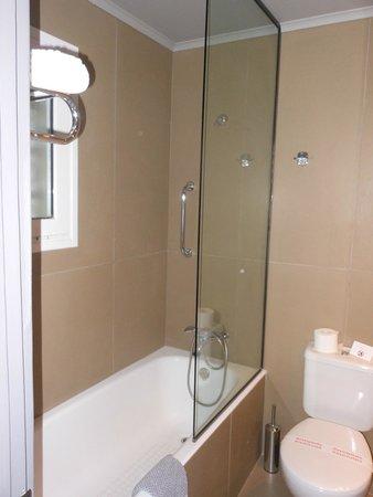 Aeolos Beach Resort : salle de bain
