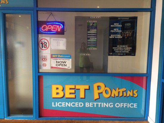 Pontin's Prestatyn Sands Holiday Park: Site bookies