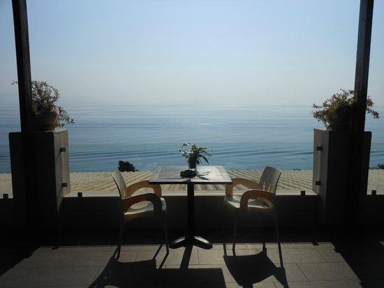 Aeolos Beach Resort : terrasse du bar