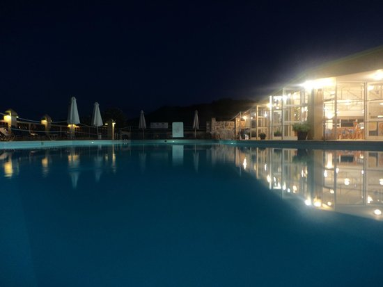 Daphne Holiday Club: Pool area night view