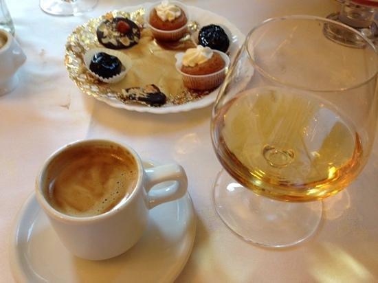 Hostellerie de Le Wast Chateau des Tourelles: Petit Fours, calvados and coffee....fantastic