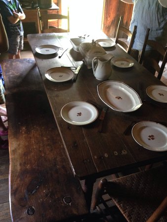 Vance Birthplace: Dining table