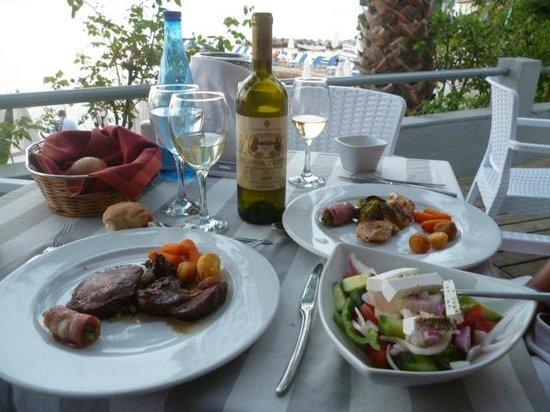 Aeolos Beach Resort: repas du soir à la plage