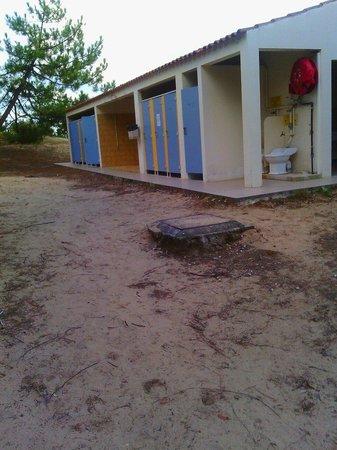 Sanitaire vue ext rieur picture of camping campeole plage des tonnelles s - Cabine de plage exterieur ...