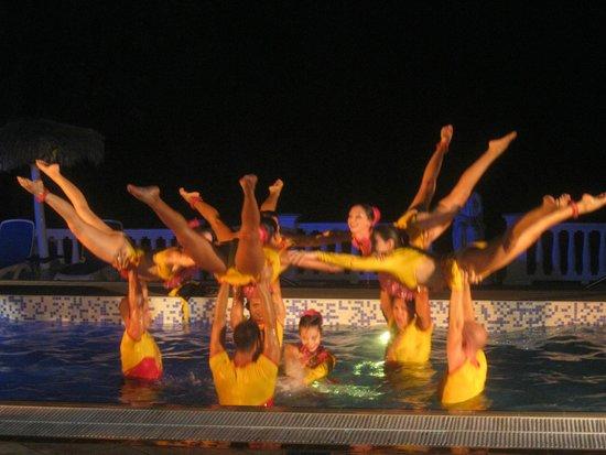 Paradisus Rio de Oro Resort & Spa: Aqua ballet
