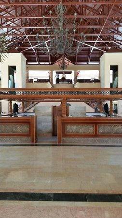 Majestic Colonial Punta Cana: Bar before the lobby area