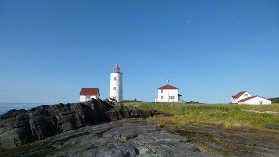 Aux Trois Couettes: Le phare et ses maisons