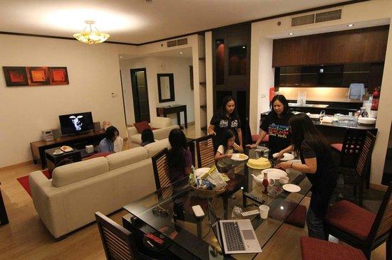 Arabian Park Hotel: Living room area