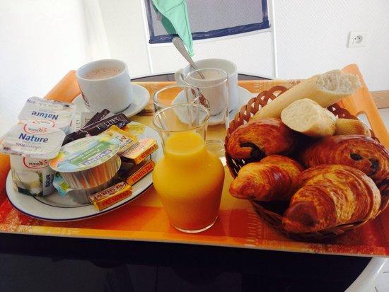Hotel Camille : Le petit déjeuné servit en chambre pour seulement 1€ de plus