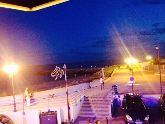 Hotel Camille : Vu bord de mer le soir