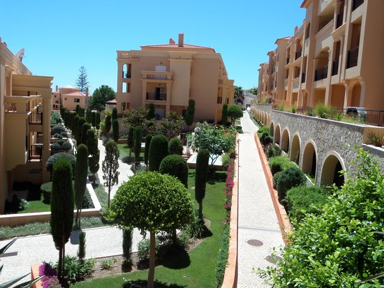 Hotel Baia da Luz: Uitzicht van terras naar prachtige binnentuin