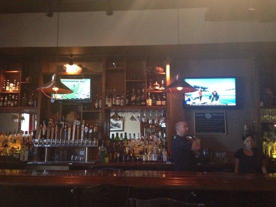 Martha's Vineyard Chowder Company: Inside bar area