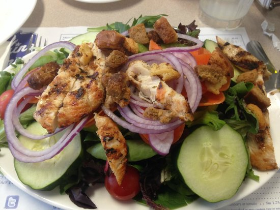 Maine Diner: Tossed Salad with Grilled Chicken