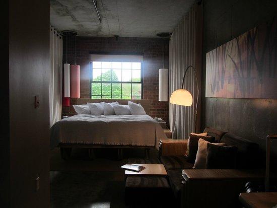 NYLO Providence/Warwick: Massive bed!