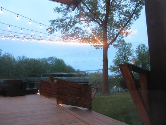 NYLO Providence/Warwick: Outdoor decking area