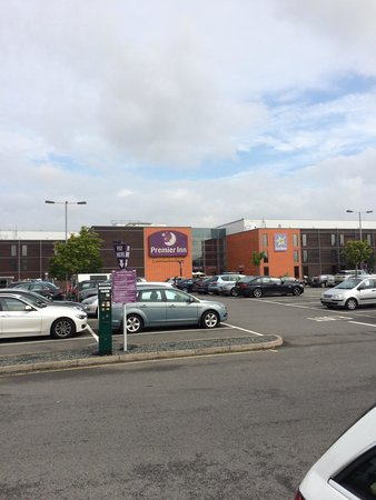 Premier Inn London Heathrow Airport (Bath Road) Hotel: Front