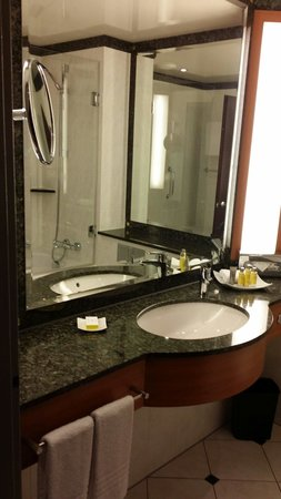 Frankfurt Marriott Hotel: Bathroom