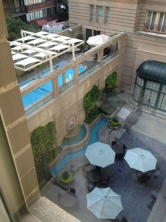 The Westin Georgetown, Washington D.C.: View from my room on the 4th floor of the pool