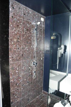 Hotel San Ranieri : Doccia junior suite 402.
