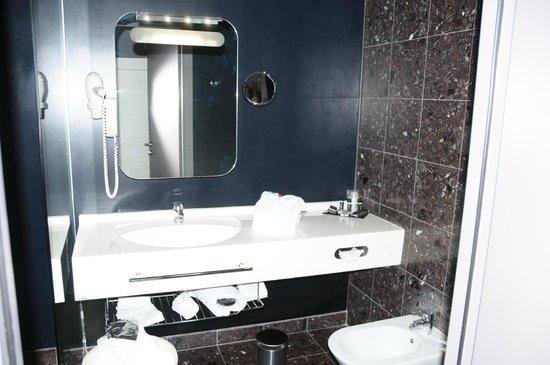 Hotel San Ranieri : Bagno junior suite 402.