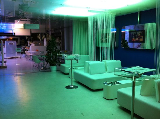 Hotel San Ranieri: Sala attesa che conduce alla sala colazione.