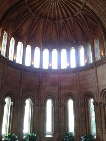 Smithsonian Institution Building: window in display hall