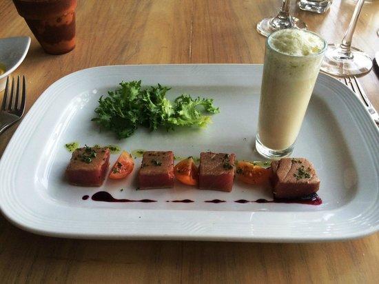 Villa Premiere Boutique Hotel & Romantic Getaway: Tuna appetizer