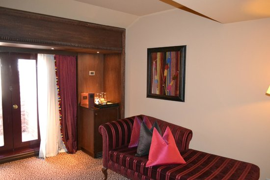 Palacio del Inka, A Luxury Collection Hotel, Cusco: living room separate from the bedroom
