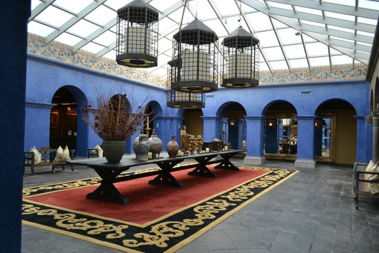 Palacio del Inka, A Luxury Collection Hotel, Cusco: the lobby (in between entrance and reception)