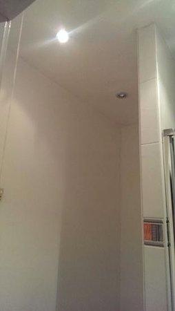 The Rose & Crown Hotel: Bathroom