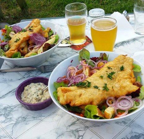 Le Schooner Pub : Fish&Chips accompagnés de bière locale !