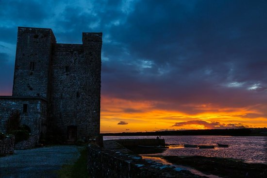Oranhill Lodge: Sunset at Oranmore Castle