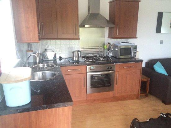 Beachcombers Apartments : Kitchen