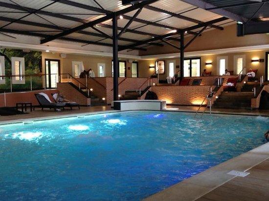 Spa Source La Roche Posay: piscine du spa