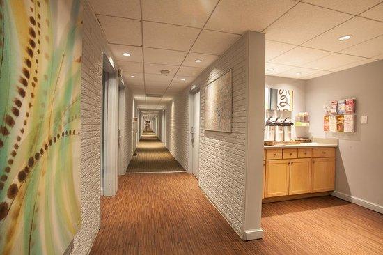 Inns Of Virginia Arlington: Hallway 1st Floor
