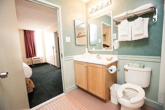Inns Of Virginia Arlington: Bathroom