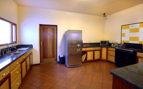 Chez Daniel: Kitchen