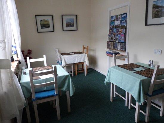 Seabank B&B : Ontbijtkamer met zicht op Loch Long