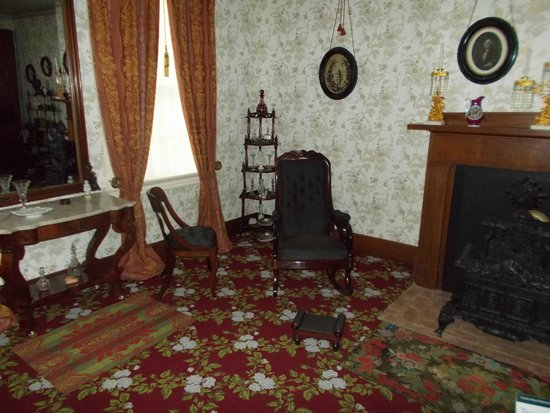 Lincoln Home National Historic Site : The front parlor